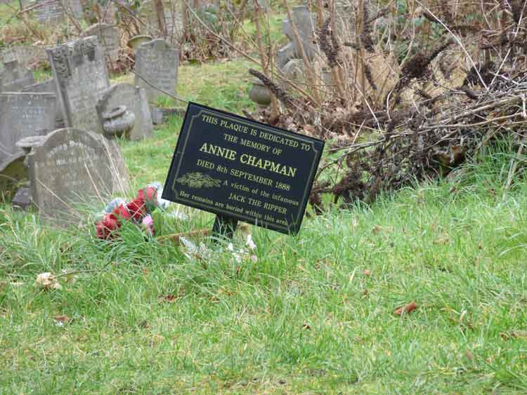 Another view of the grave of Annie Chapman.